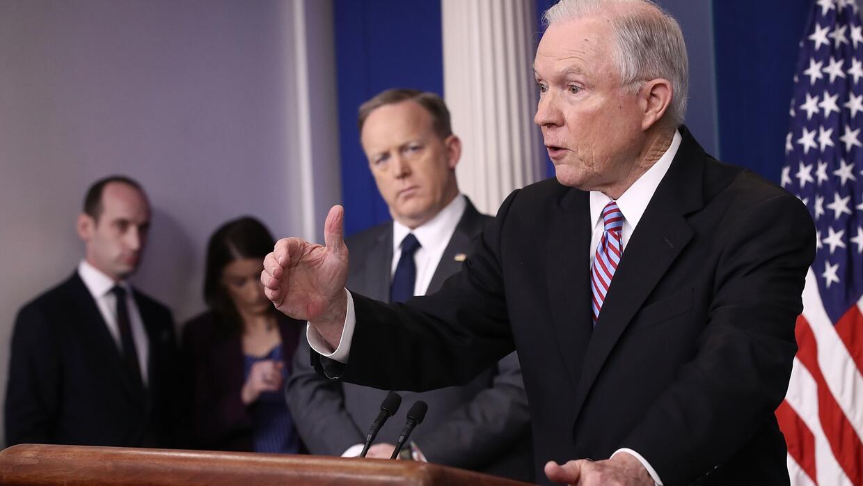 Jeff Sessions amenaza con negar subsidios del Departamento de Justicia a...