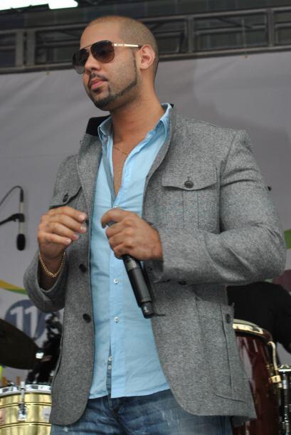 Carlos y su estilo, llamó la atención de un gran número de las mujeres q...