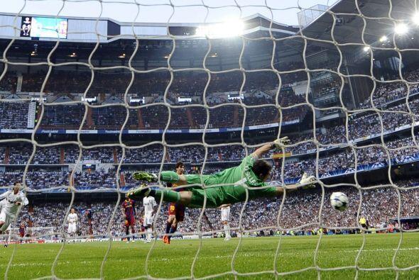 Un disparo lejano de Villa, con el estirón de Casillas, fue lo más pelig...