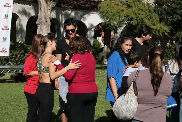 En la semana de ayudar al prójimo los participantes organizaron una feri...