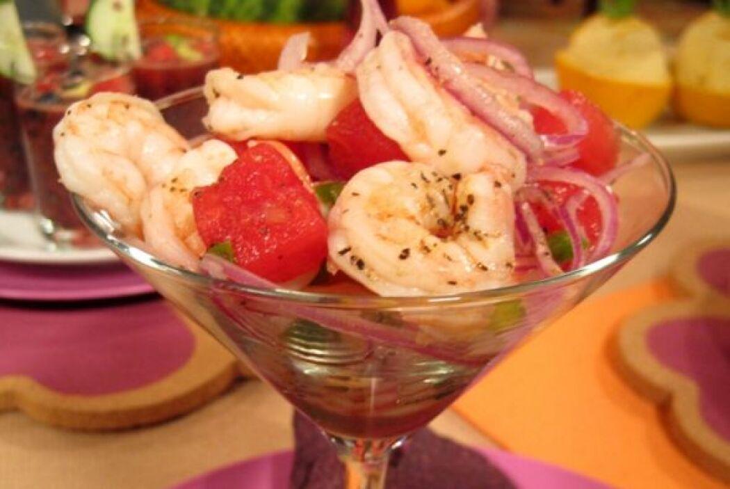 2.Cebiche de camarón con menta.  Pon a hervir agua con sal en una cacero...