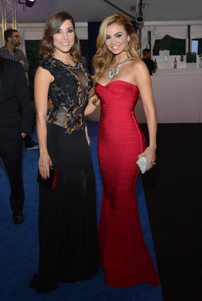 Y con la belleza de Natalia y Carolina cerramos la alfombra Azul de Prem...