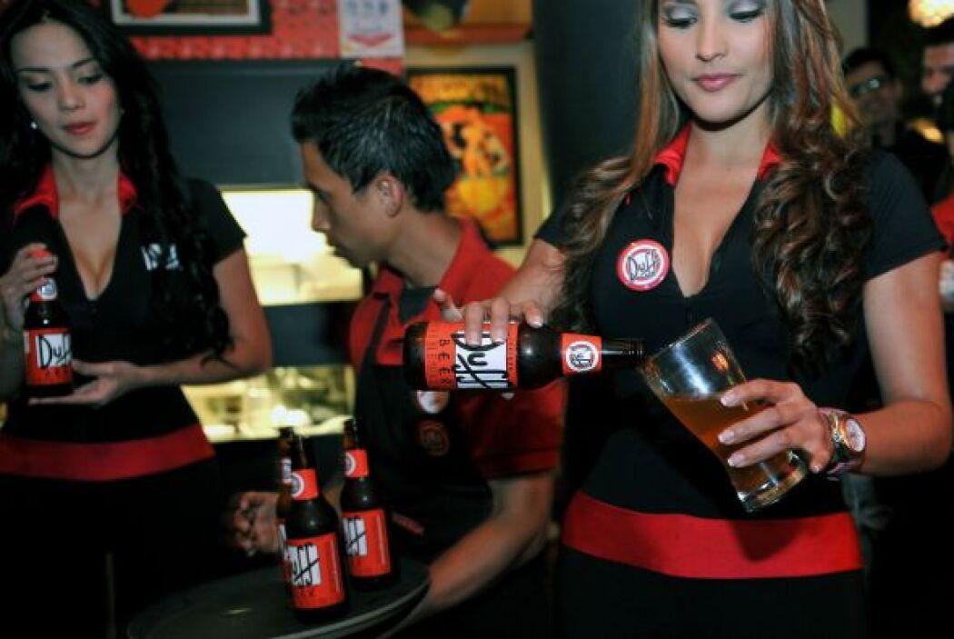 "Actualmente la cerveza ""Duff"" se comercializa en Bogotá, Medellín, Chile..."
