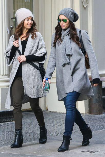 Jessica paseó por Manhattan con una amiga.