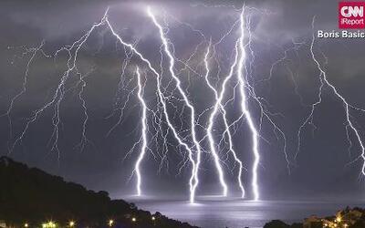 Increíble show de luces tras tormenta eléctrica