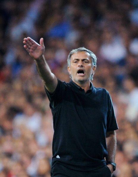 """""""!Heil Mourinho!"""" Nuevo saludo del Mister del Madrid para imponer su aut..."""
