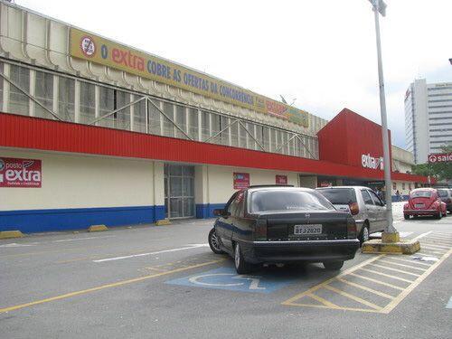 12. EXTRA. Con origen en Brasil, estas tiendas de conveniencia se estima...