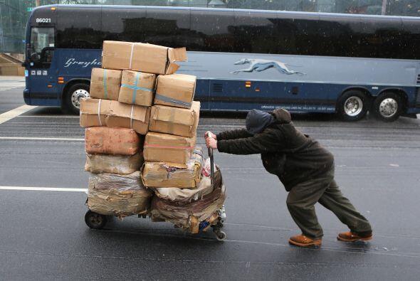 2,143,940- Es el número de obreros dedicados a actividades de carga y tr...