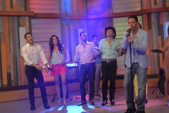 La parte musical del programa estuvo a cargo del cantante Mane de la Parra.
