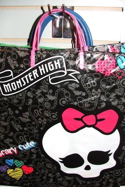 También puedes comprar esta bolsita de Hello Kitty, cuya ú...