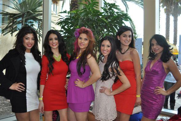 Las chicas se agruparon por colores.