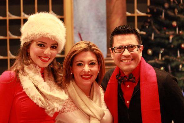 Con atuendos muy invernales Heidi, Ana y Sergio mandaron saludos a todos...