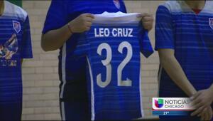 Amigos de fútbol de Leo Cruz, una de las víctimas en Gage Park, lo recue...