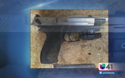 Autoridades escolares reportan a un estudiante armado