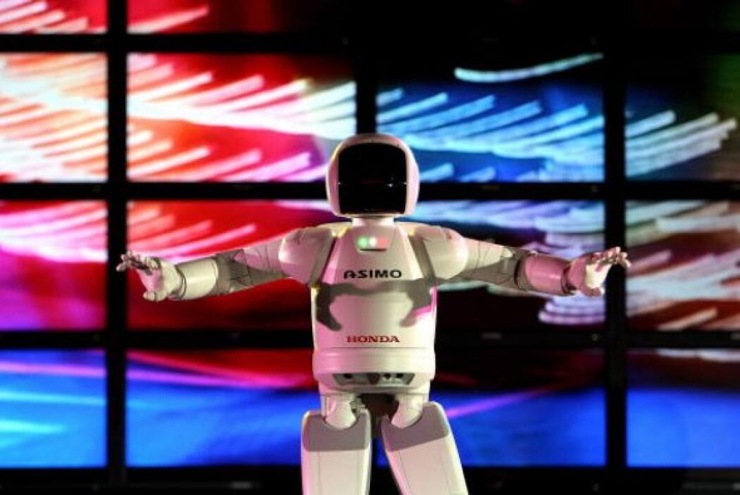 Con el paso de los años decidieron crear un robot completo, con cuerpo,...