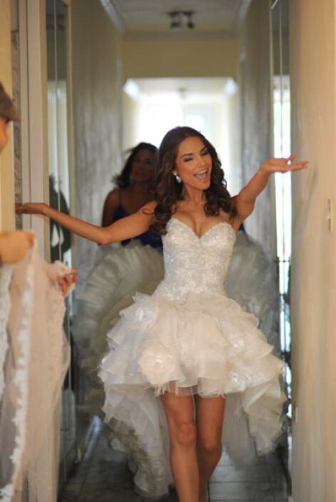 Luego de ponerse el vestido y a pocas horas de la ceremonia, Ale lucía c...