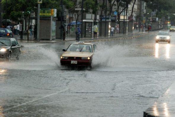 Mientras tanto, la tormenta tropical Norbert se movía por la cost...
