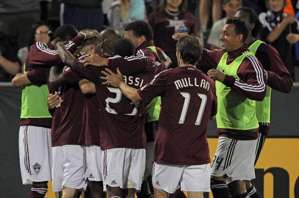 Jugando con diez hombres, Colorado se las arregló para vencer 1-0...