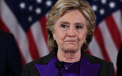 En video, los ensayos de Hillary Clinton para evitar un abrazo de Trump...