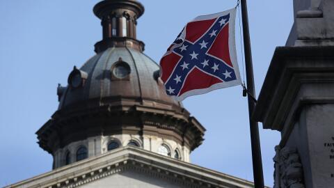 La bandera confederada ondea en el recinto del Congreso de Carolina del...