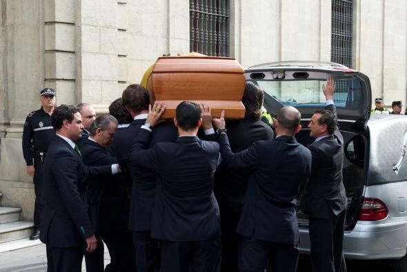 Las calles de Sevilla se encuentran aglomeradas ante la muerte de la ari...