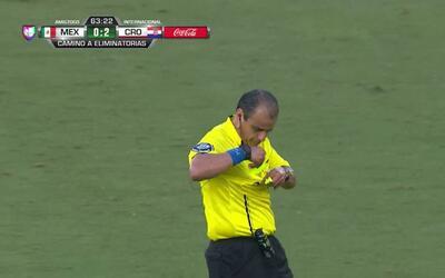 Tarjeta amarilla. El árbitro amonesta a Mile Skoric de Croatia