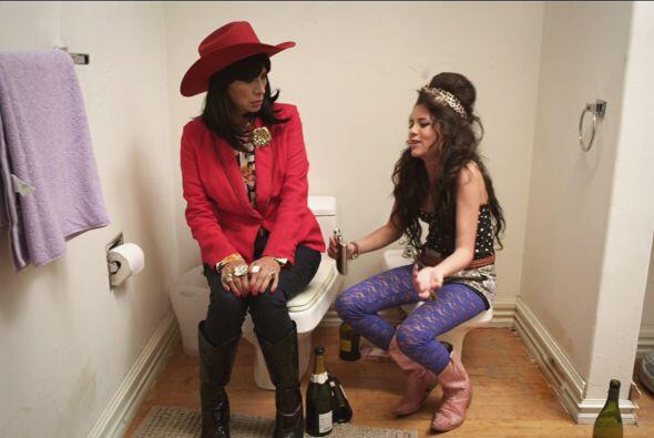 Por fortuna Perla Alhelí no estaba embarazada, pero habló con Doña Olega...
