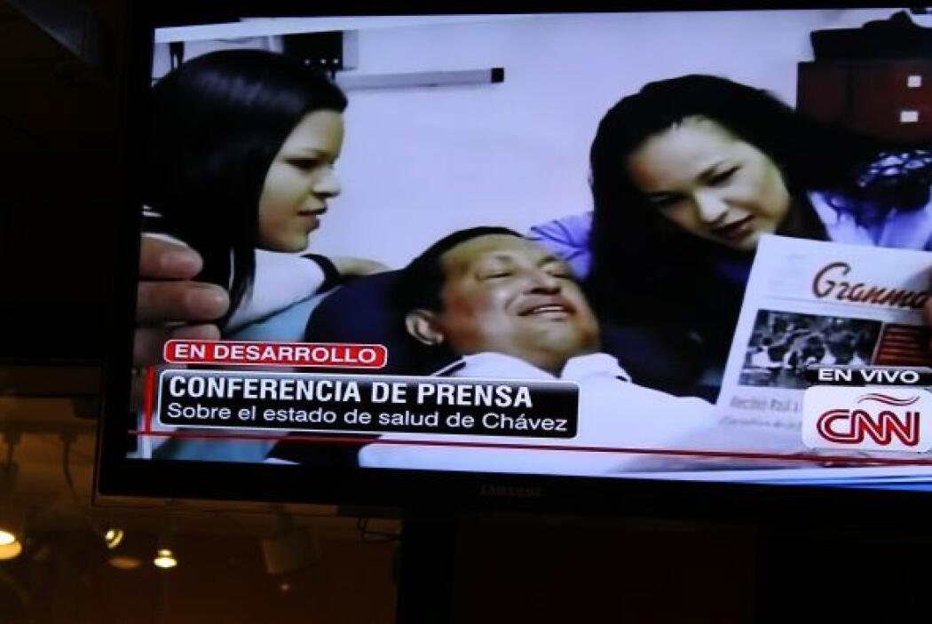 El Ministro de Comunicación, Ernesto Villegas, mostró tres fotos donde s...
