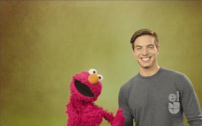 Vadhir Derbez ayudó a Elmo a hacer un nuevo amigo