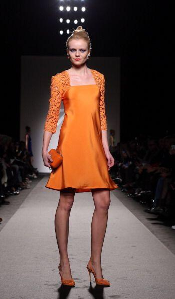 Los vestidos con aplicaciones de encaje llegan para darte un 'look' silv...