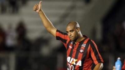 Adriano debutó en el Atlético Paranaense ganando.