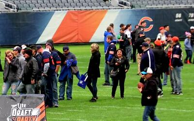 Así vivió la afición de Chicago Bears el Draft Party en Soldier Field St...