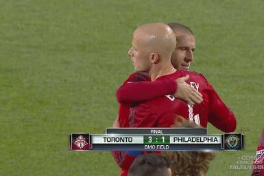 Toronto queda a un paso de sus primeros Playoffs al vencer a Philadelphia