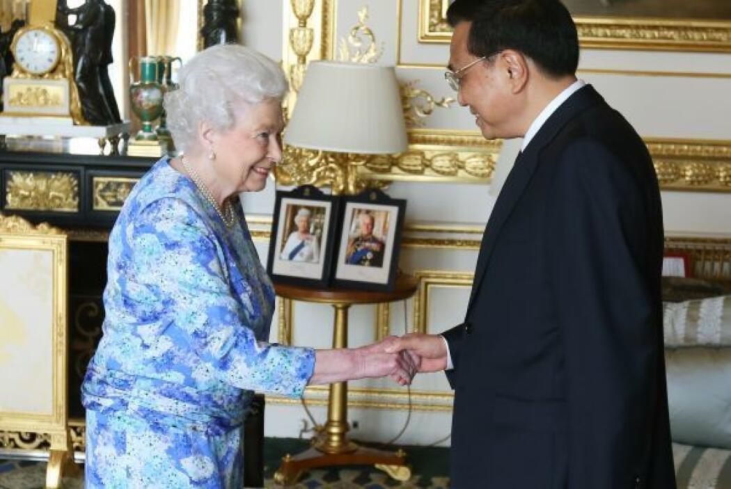La reina Isabel II recibe ministro chino Li Keqiang en el castillo de Wi...