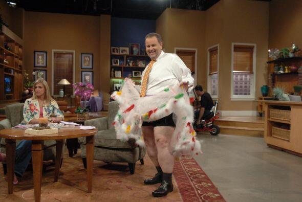 Con su espíritu bromista, Raúl hasta se levantó la falda frente a las cá...