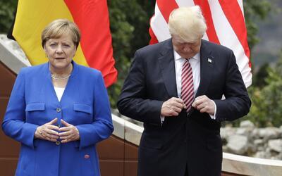 Donald Trump junto a la canciller de Alemania, Angela Merkel, se prepara...