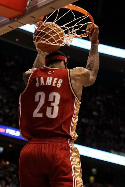 El 13 de marzo de 2010 se convirtió en el jugador más jove...