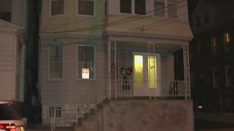 Autoridades interrogan a una persona de interés por el asesinato de una...