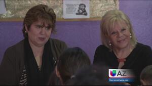 Madre de Larry Hernández apoyando a mujeres víctimas de abuso