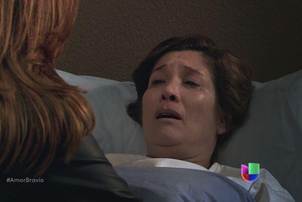 Agustina habla con Camila en su lecho de muerte, le dice que hizo algo s...