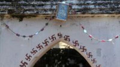 """""""(El panchayat) ha ordenado imponer una multa de 10 mil rupias a las jóv..."""
