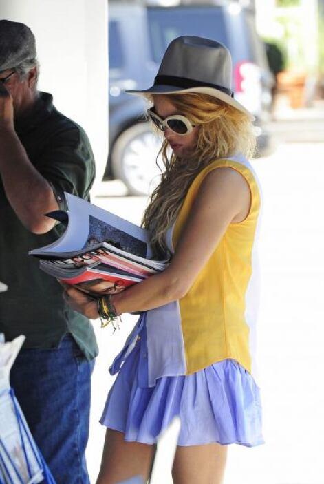 """Al parecer la """"Chica dorada"""" anda buscando consejos de moda en las publi..."""