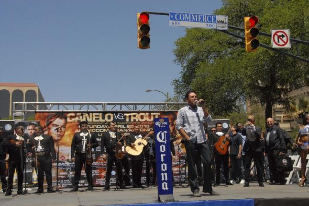 """""""scar De la Hoya agradeció el apoyo del público texano y prometió traer..."""