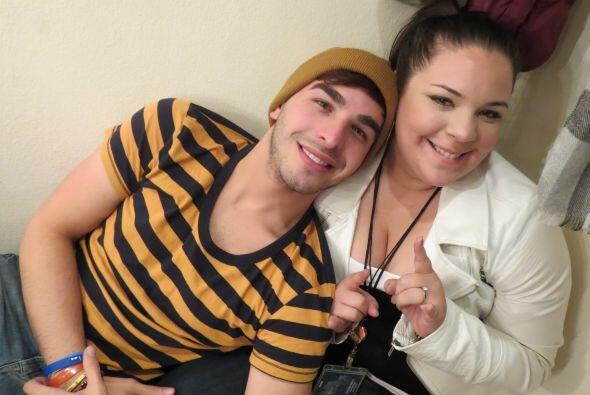 Víctor con su compañera de dueto en la gala 2, Yazaira.