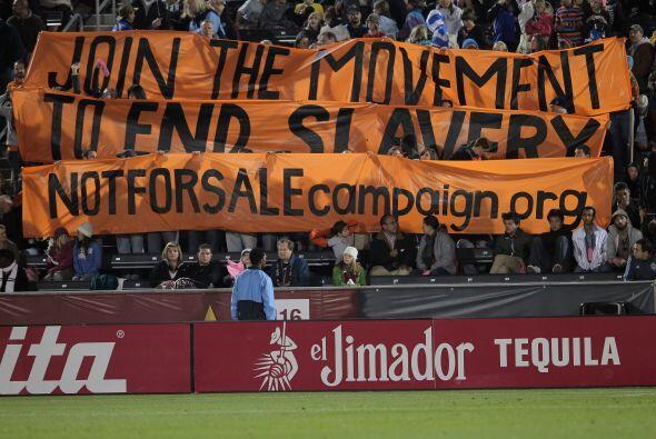 Los indignados ya llegan hasta los estadios de fútbol, como estos...