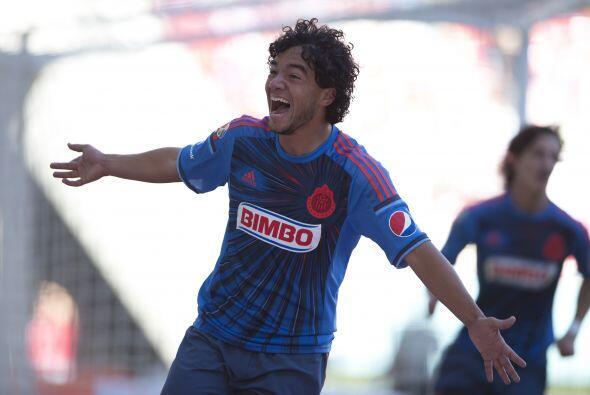 Giovani Hernández (Salió al 68') (9).- Anotó el gol con el que Chivas se...