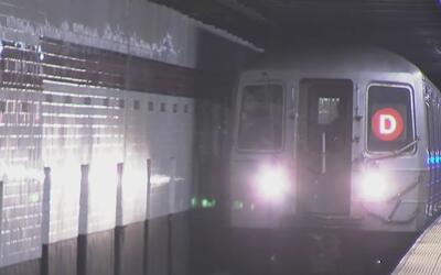 Un hombre que saltaba entre vagones muere tras ser arrollado por un tren...
