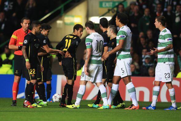 Para el segundo tiempo, una polémica jugada en la que Neymar reci...