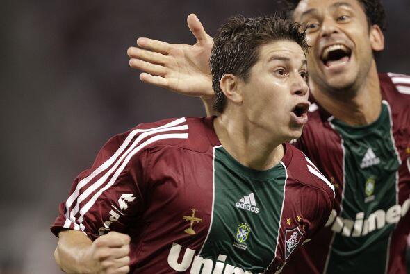 El argentino Darío Conca anotó el tercer gol, un tiro libre lanzado de m...