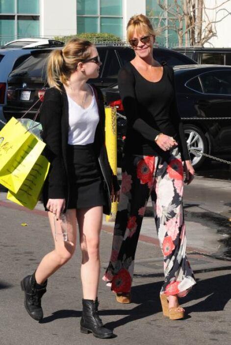 Melanie Griffith llevó a su hija Stella de shopping. Mira aquí los video...